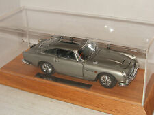Excelente Danbury Mint 007 James Bonds Aston Martin DB5, escala 1:24 & Vitrina.