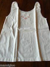 vintage petite chemise ancienne bébé poupon coton broderie main dentelle @ baby