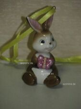 +# A016979_33 Goebel Archiv Muster Ostern Ornament Hase Bunny mit Geschenk