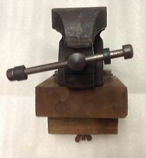 A  RECORD NO 1 ENGINEER'S OR MECHANICS BENCH VICE