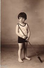 BK958 Carte Photo vintage card RPPC Enfant avec pelle short cheveux court