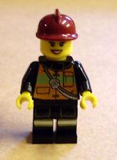 Lego Figur Feuerwehrfrau mit Weste und rotem Helm (Feuerwehr Schultergurt) Neu