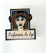 RARE PINS PIN'S .. FILLE SEXY GIRL PARFUM PERFUME MODE FASHION LES LYS  ~CB