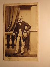 Freiburg i. B. - stehender Mann mit Bart - Hut - Kulisse ca. 1860er Jahre / CDV