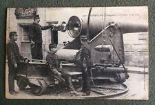 CPA. VERSAILLES. 78 - Chargement du Canon 19 de côté. 1906. Guerre. Militaires.