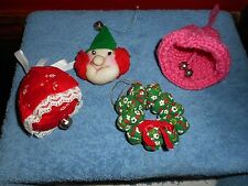 HAND KNITTED CHRISTMAS ORNAMENTS (4) TREE DECORATIONS BELLS & WEEPEEPLE WREATH