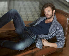 Kivanc Tatlitug UNSIGNED photo - E620 - Turkish actor and model