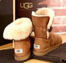 UGG AUSTRALIA BOOTS  BAILEY BUTTON SHORT CHESTNUT GR 41  NP 229,- €