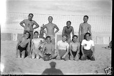 Portrait joueurs Beach volley ball plage - anciens négatif photo an. 1930