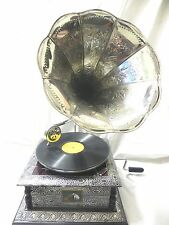 ANTIQUE GRAMOPHONE PHONOGRAPH CRAFTED MACHINE WITH CRAFTED STEEL HORN