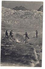 massif du pelvoux ,passage d'une crevasse sur le glacier blanc