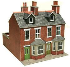 Metcalfe PO261 Red Brick Terraced Houses (00 Gauge) Railway Model Kit