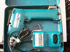 Makita 6012HD 9.6V DC NiCd Cordless Drill Driver with case and charger!
