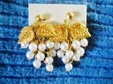 FAUX PEARL CLUSTER & TEXTURED GOLD TONE GRAPE CLUSTER POSTS