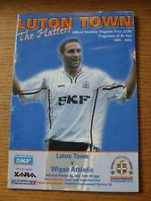 26/10/2002 Luton Town V Wigan Athletic (Heavy piegati, contrassegnato, acqua danneggiata).