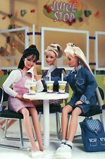 """ A Juice Stop "" - Fashion Collectible Photo Card Mattel -- Barbie Doll Postcard"