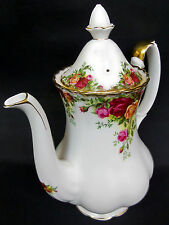 OLD COUNTRY ROSES MEDIUM COFFEE POT, 8 CUPS, 1st QLTY, GC, 1962-73 ROYAL ALBERT