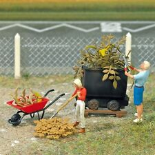 Busch 7719 Ready Painted 'Gardening' Scene Diorama - HO/OO Scale - Tracked48Post