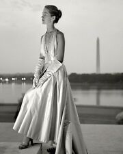 FASHION MODEL POSING ON THE STEPS OF JEFFERSON MEMORIAL 8X10 PHOTO TONI FRISSELL