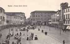 3046) RIMINI, PIAZZA GIULIO CESARE, TAVOLINI DEL BAR E PASSEGGIO.