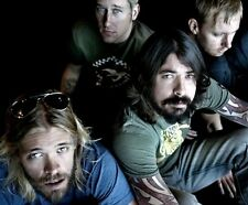 Dave Grohl, Taylor Hawkins & Nate Mendel UNSIGNED photo - H3054 - Foo Fighters