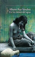 En los labios del agua (In the Lips of Water) (Spanish Edition)-ExLibrary