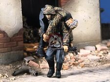 "Verlinden 1/35 ""The Rescue"" German Soldier carrying Wounded (2 Figures) 1268"