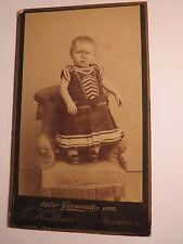 Harburg a. E. - auf einem kleinen Sessel stehendes Kind  / CDV