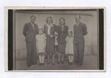 CARTE PHOTO Décor Toile peinte Postcard RPPC 1940 Famille Groupe Parent Enfant