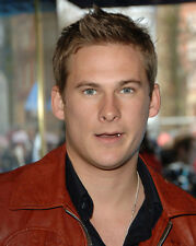 Lee Ryan UNSIGNED photo - H4276 - SEXY!!!!