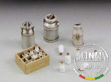 Royal Model 1/35 Milk Bottles with Crates and Churms #653