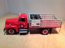 TEXACO 1957 INTERNATIONAL R-190 STAKE TRUCK w/ OIL BARRELS -FIRST GEAR 18-2300