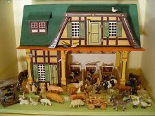 Bauernhof um 1890. Holz,bemalt. Mit viel Zubehör,Elastolin Figuren, uvm. Rarität