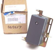 NIB JOHNSON CONTROLS V-9502-75 POSITIONER & MTG. KIT V950275