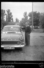 Portrait homme Voiture ancienne Opel - ancien négatif photo  an.1950
