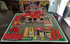VINTAGE LESNEY MATCHBOX CAR / TRUCK STOP PLAYSET WITH ORIGINAL BOX DATED 1982