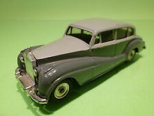 DINKY TOYS 1:43 - ROLLS ROYCE SILVER WRAITH  551  - IN NEAR MINT CONDITION .