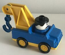 Duplo car with hook