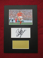 HOLLAND JOHAN CRUYFF GENUINE HAND SIGNED A4 MOUNTED CARD with PHOTO DISPLAY- COA
