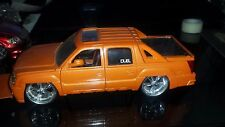 Jada Toy Dub City Dubshop 2001 Chevy Avalanche Diecast Model Kit  1/24