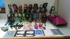 Huge Monster High Lot of 20 dolls with  Accessories
