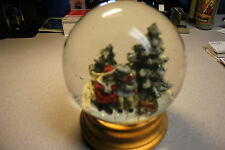 ONE (1) CHRISTMAS MUSICAL WATER SNOWDOME GLOBE