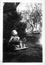 PHOTO ENFANT DANS AUTO A PEDALES MARQUE A IDENTIFIER VOITURE AMERICAINE ?? 1953