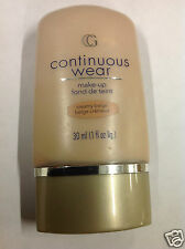 CoverGirl Continuous Wear Foundation Make up ( CREAMY BEIGE  ) NEW.