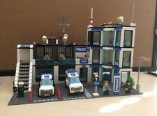LEGO City Police Station (7498) w/Manual & Minifigs//retired set