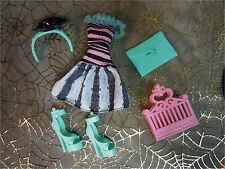 Monster High Rochelle Goyle LOVE IN SCARIS Doll Outfit Fashion Shoes Purse NEW
