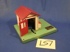 L57 VINTAGE LIONEL AUTOMATIC GATEMAN RAILROAD CROSSING PLASTIC TIN O SCALE