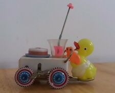 Antique red china tin toy clockwork windup ms 717 duck pushing vendeur de voiture-rare!