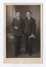 CARTE PHOTO Décor Toile peinte Postcard RPPC 1930 Couple Deux Hommes Cigarette