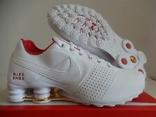 WMNS NIKE SHOX DELIVER WHITE-UNIVERSITY RED-METALLIC GOLD SZ 9.5 [317549-118]